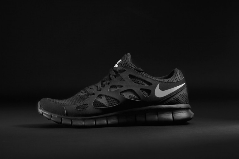 97d0388090d ShoeFax - Nike Free Run 2 Triple Black