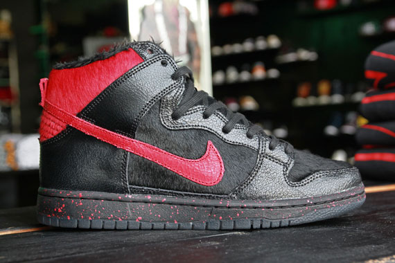 Nike Dunk High SB Krampus
