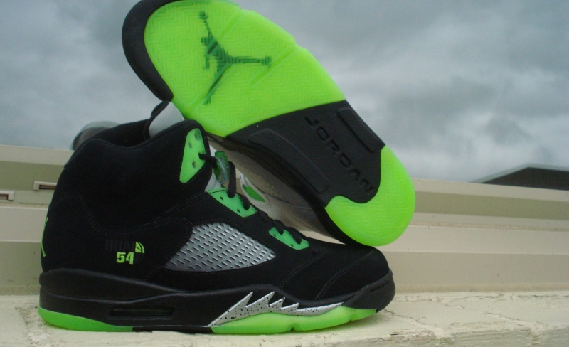 bb2d75aa47e8 ... closeout air jordan 5 quai 54 friends family 39d0b 5679c